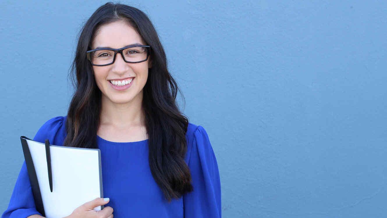 Mujer joven sonriendo