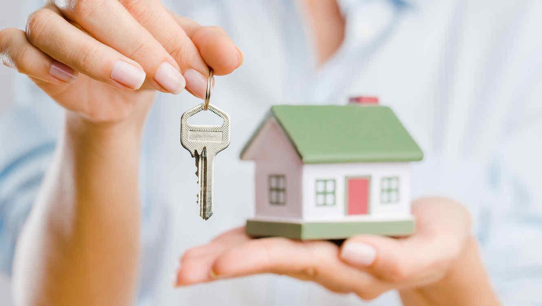 Por qué deberías pedir un reporte CLUE al comprar tu casa | Telemundo
