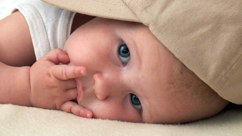 Bebé chupándose el dedo