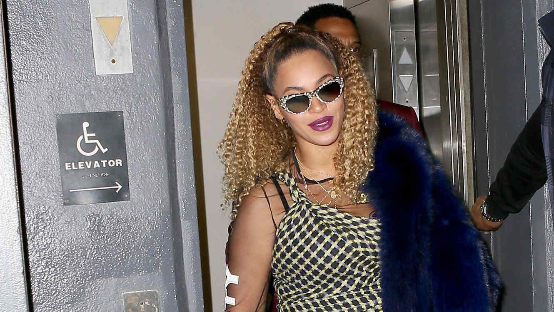 Beyoncé con gafas oscuras