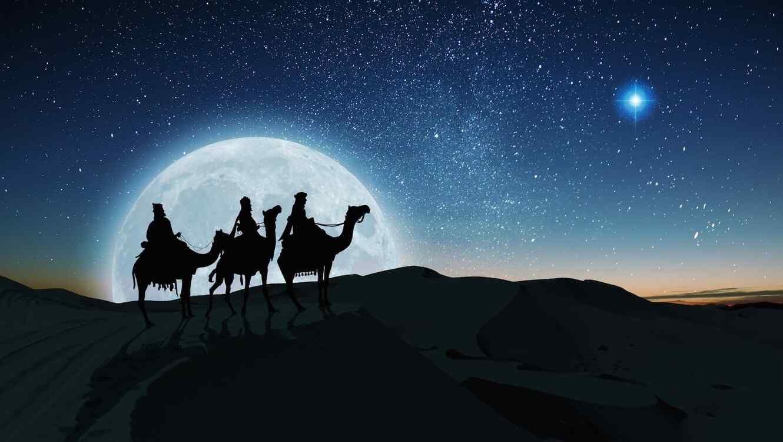 Silueta de los Reyes Magos observando la estrella de Belén