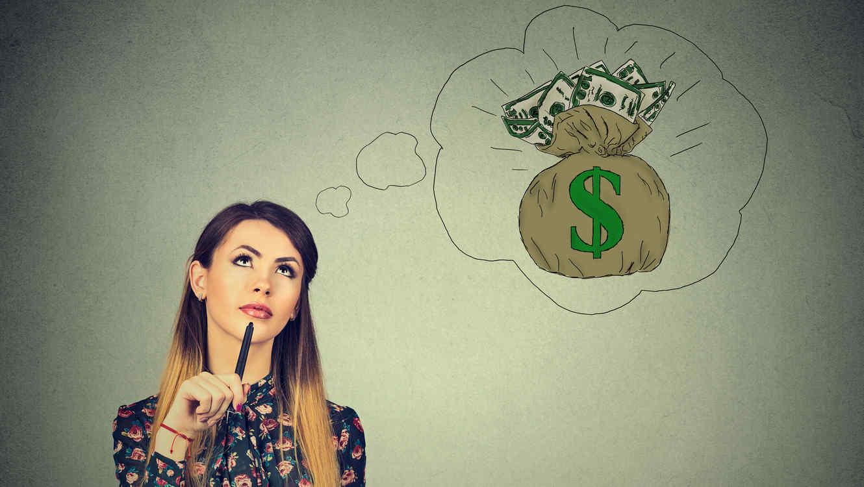 Mujer pensando en gastos