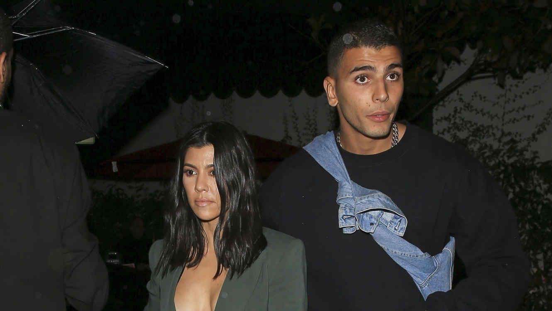 Kourtney Kardashian con traje