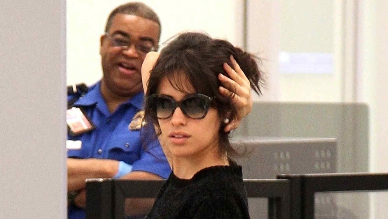 Camila Cabello con gafas de sol