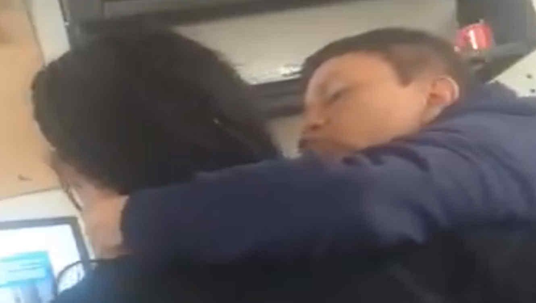 Un profesor abusó de una alumna y quedó filmado