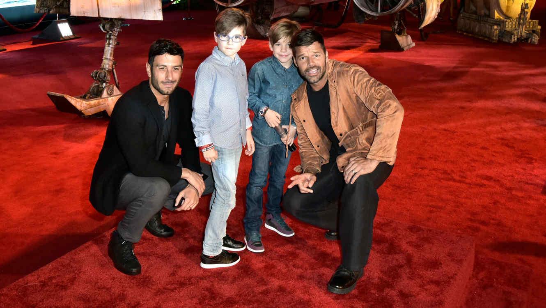 "Ricky Martin con su familia en la premiere de ""Star Wars"""