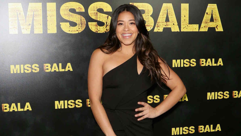 Gina Rodriguez en la premiere de Miss Bala