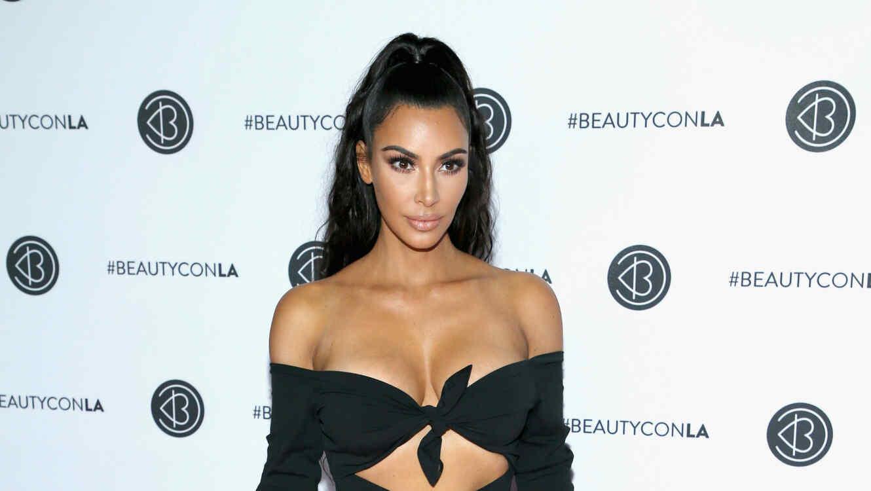 Kim Un Diminuto La Bikini Puso Y Muy Dejó Se Kardashian Poco A SVMzqUpG