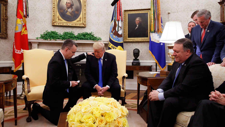 "Pastor Andrew Brunson reza para que Dios dé ""sabiduría sobrenatural"" a Trump"