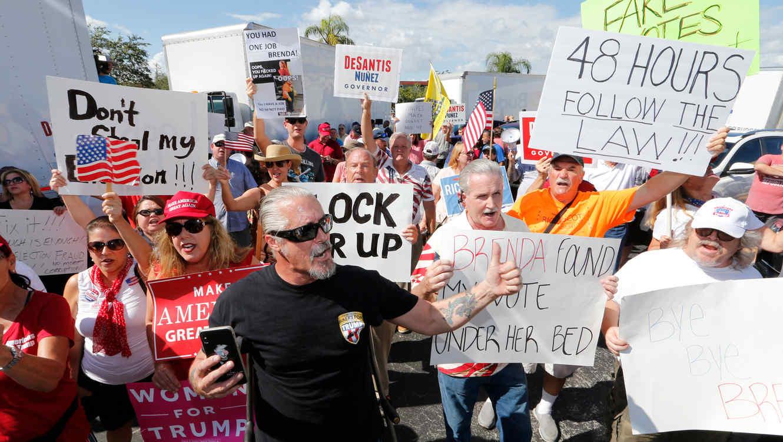 Protestas en Florida que piden el recuento de tres importantes contiendas electorales tras elecciones de medio término