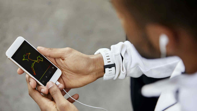 Hombre con su celular