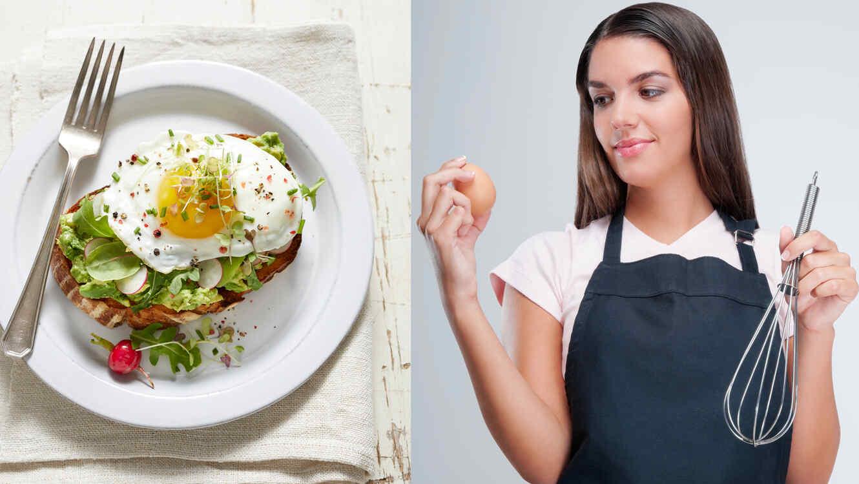 Mujer consume huevos