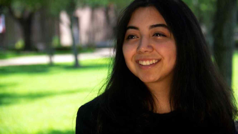 La salvadoreña Astrid Guevara, de 20 años, este 2 de junio en la sede principal de la Universidad de Saint Thomas, en Houston (Texas).