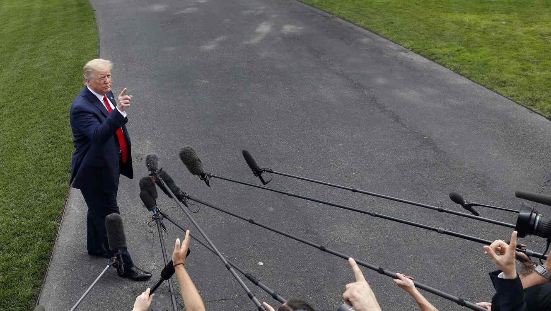 Fotografía del presidente, Donald Trump, este martes en el patio sur de la Casa Blanca