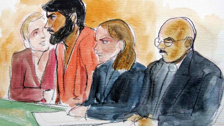 El condenado Hamid Hayat, segundo por la izquierda, junto a su abogada Wazhma Mojaddidi, segundo por la derecha, en un tribunal federal en Sacramento, California, el viernes 10 de junio de 2005.