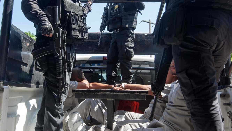 Fotografía de archivo de la policía de Reynosa, Tamaulipas, mientras custodian a unos reos