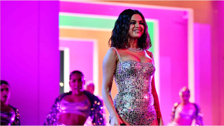 Selena Gomez en el escenario de los American Music Awards 2019