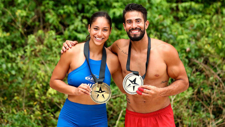 Queta y Tommy presumen sus medallas de salvoconducto