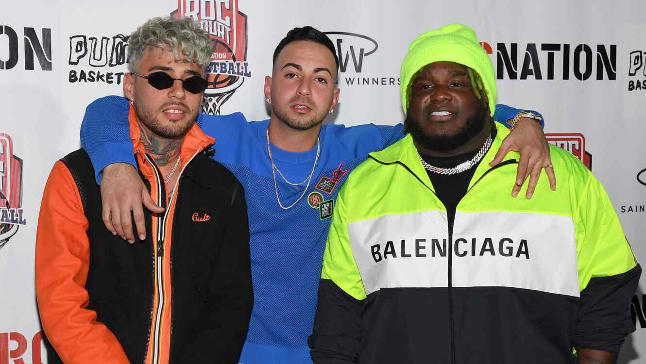 Dalex, Sech, Justin Quiles take photo together