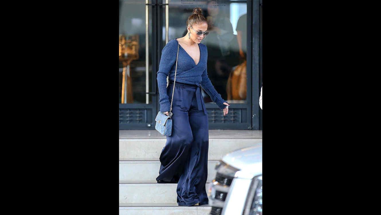 JLo look azulado casual