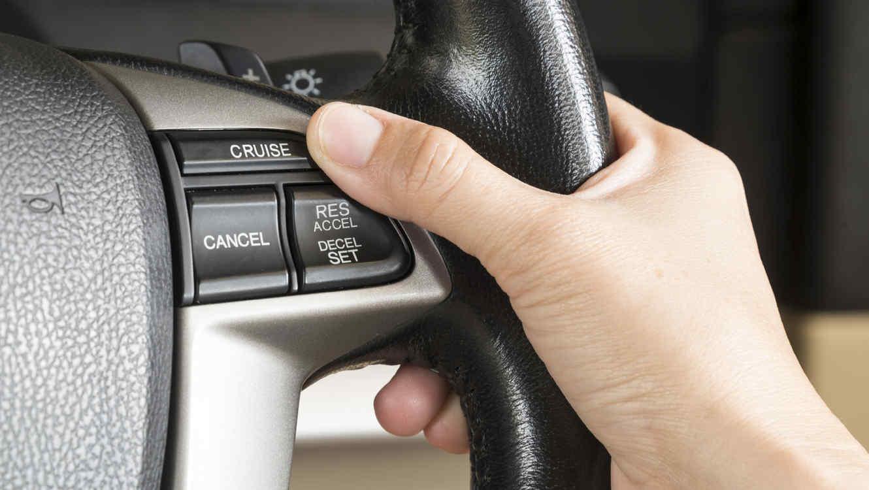 mano al volante