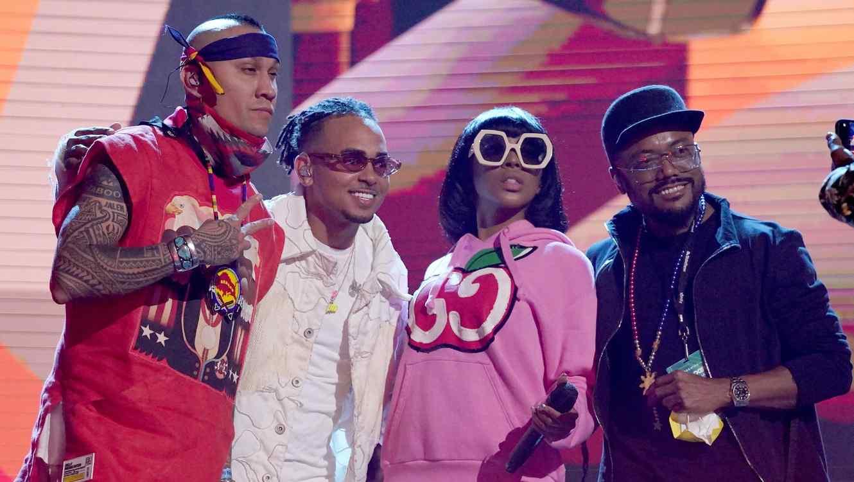 Ozuna y Black Eyed Peas en los ensayos de los Premios Billboard 2020