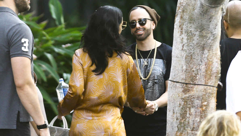 Rihanna y Yandel capturadas por los paparazzi