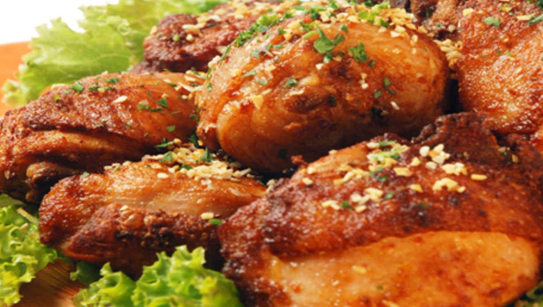 Receta de cocina f cil pollo frito telemundo for Cocinar higaditos de pollo