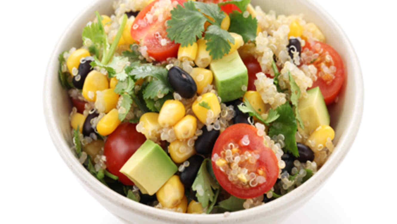 Receta f cil ensalada de qu noa telemundo for Como se cocina la quinoa para ensalada