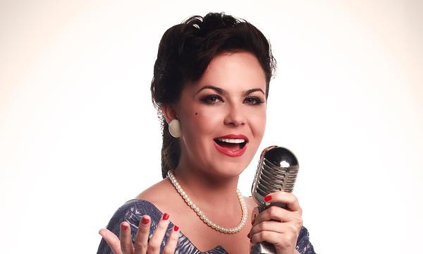 """Carolina Sabino como Myrta Silva en """"Celia"""""""