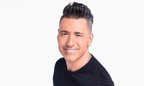 Jorge Bernal es el presentador de La Voz Kids 4