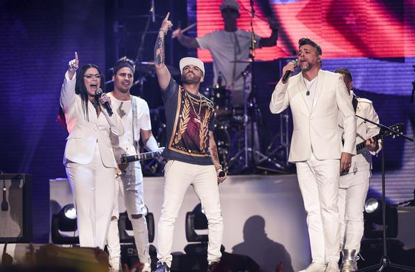 Nacho, Olga Tañón, y Luis Enrique en Premios Tu Mundo 2017