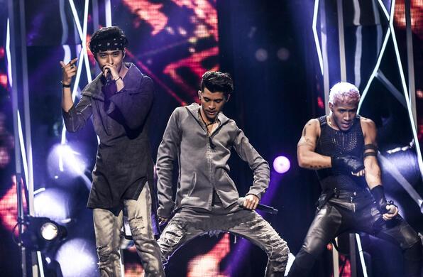 CNCO en Premios Tu Mundo 2017