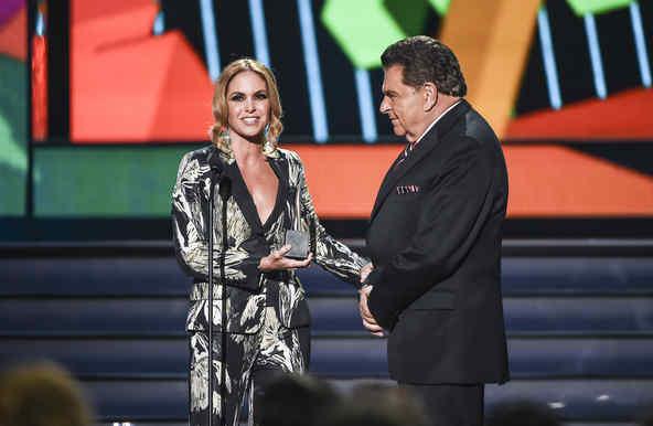 Don Francisco y Lucero en Premios Tu Mundo 2015