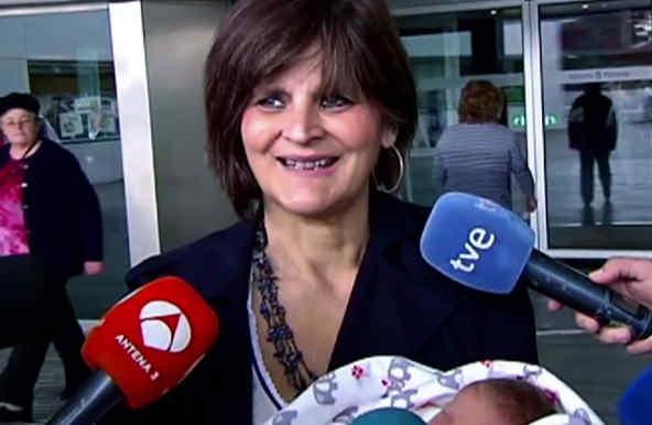 lina alvarez con su tercer hijo