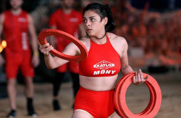 Mónica Márquez tira un aro en el circuito de hierro