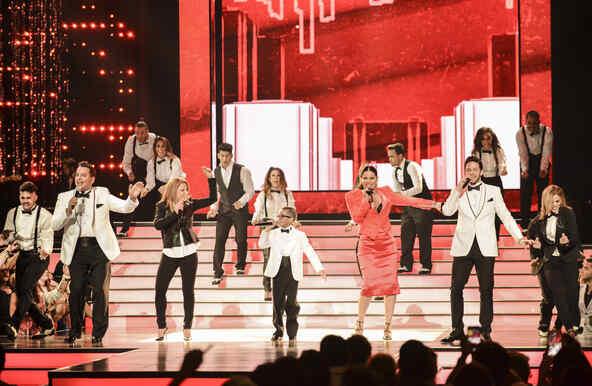 """""""Stand by Me"""" en Premios Tu Mundo 2015"""