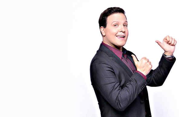 Raúl González para ser nombrado 'Mejor Presentador' de Premios Tu Mundo