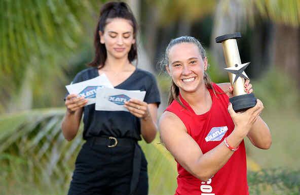 Nicole presume su totem de oro en los premios Exatlon