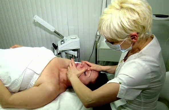 Tratamiento facial a base de pellizcos