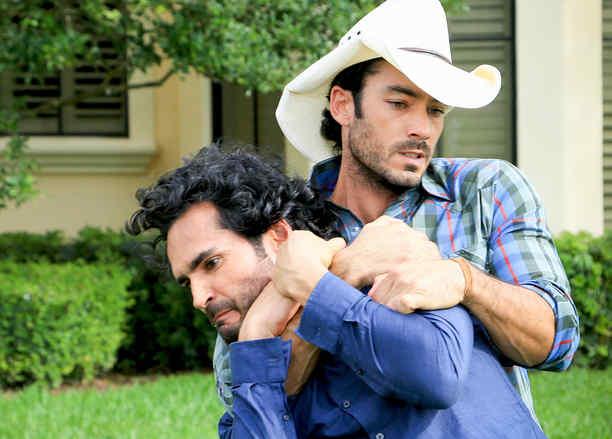 Aarón Díaz y Fabián Ríos peleando en Tierra de Reyes