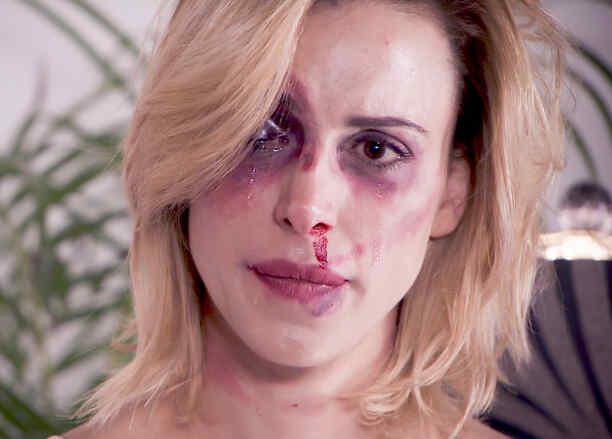 Alexandra de la Mora golpeada en Los Miserables