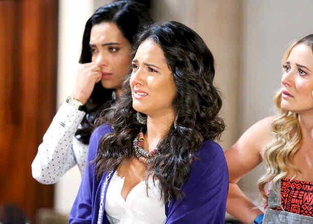 Ana Lorena Sánchez, Kimberly Dos Ramos, Scarlet Gruber llorando en Tierra de Reyes