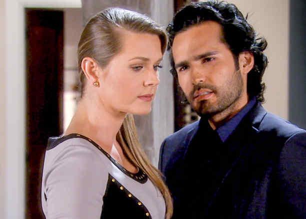 Fabián Ríos seduciendo a Sonya Smith en Tierra de Reyes
