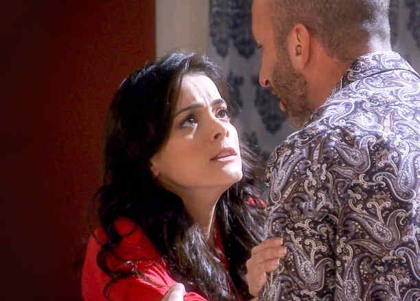 Daniela Navarro y Ricardo Kleinbaum peleando en Tierra de Reyes