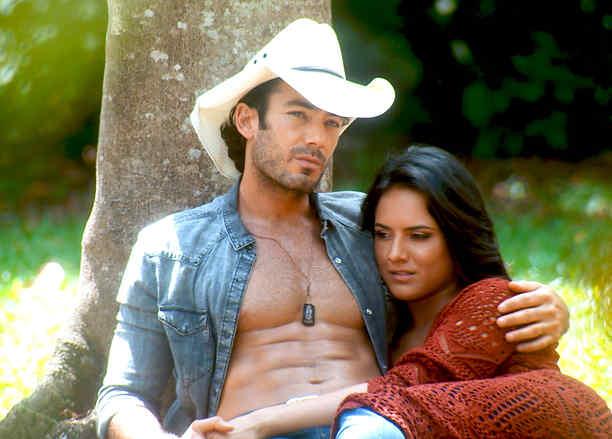 Aarón Díaz y Ana Lorena Sanchez en Tierra de Reyes