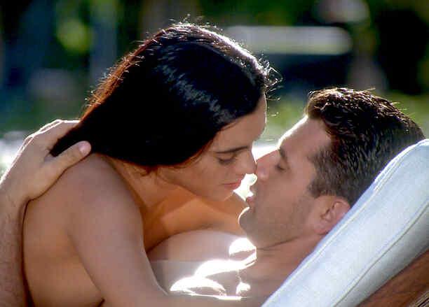 Scarlet Gruber y Christian de la Campa haciendo el amor en Tierra de Reyes