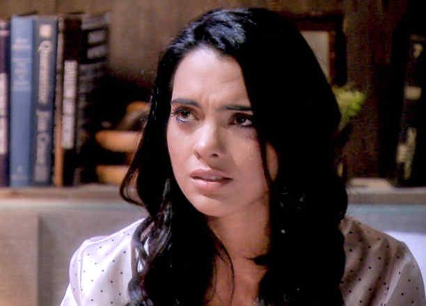 Scarlet Gruber llorando en Tierra de Reyes