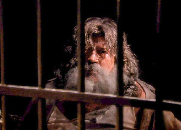 Guillermo Quintanilla con barba y como prisionero en Tierra de Reyes