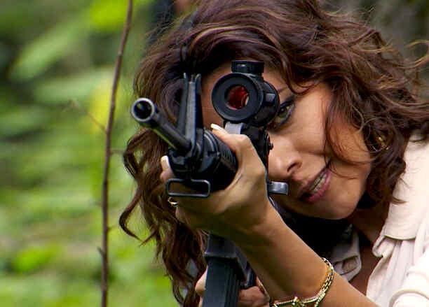 Astrid Hernández, Briceida ¨La Flaca¨Montero, apuntando, Señora Acero 2